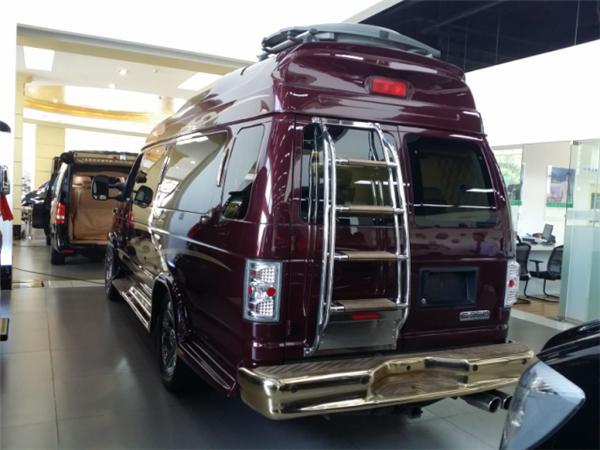 福特E350隐藏不住的霸气奢华 全新内舱令人眼前一亮