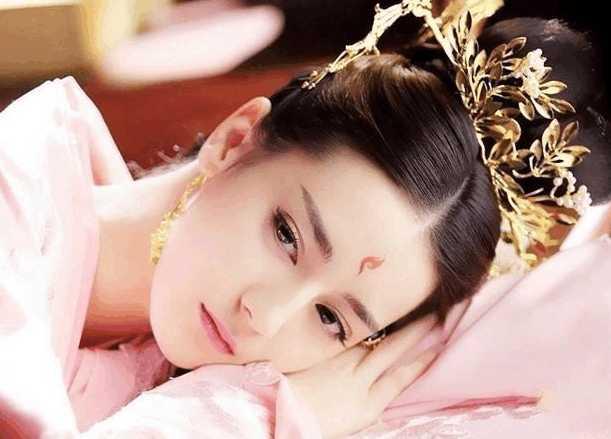 娱乐圈4大人气女星,赵丽颖杨幂是劳模,热巴杨颖你怎么