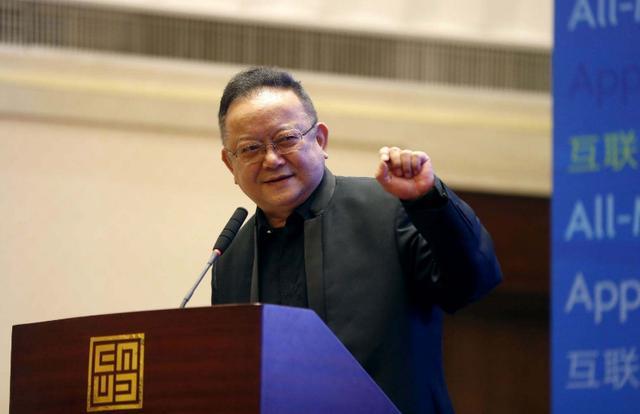 王刚70岁生日宴一家齐聚,11岁小儿子比外孙仅大了半岁