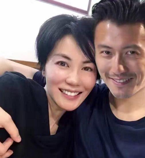 王菲和谢霆锋在2000年就有了恋情,两年后分手,和张柏芝在一起,但是两