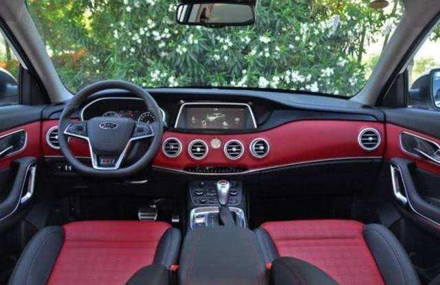 车长近4米8的紧凑型SUV,顶配13万多,配置丰富,奔驰内饰