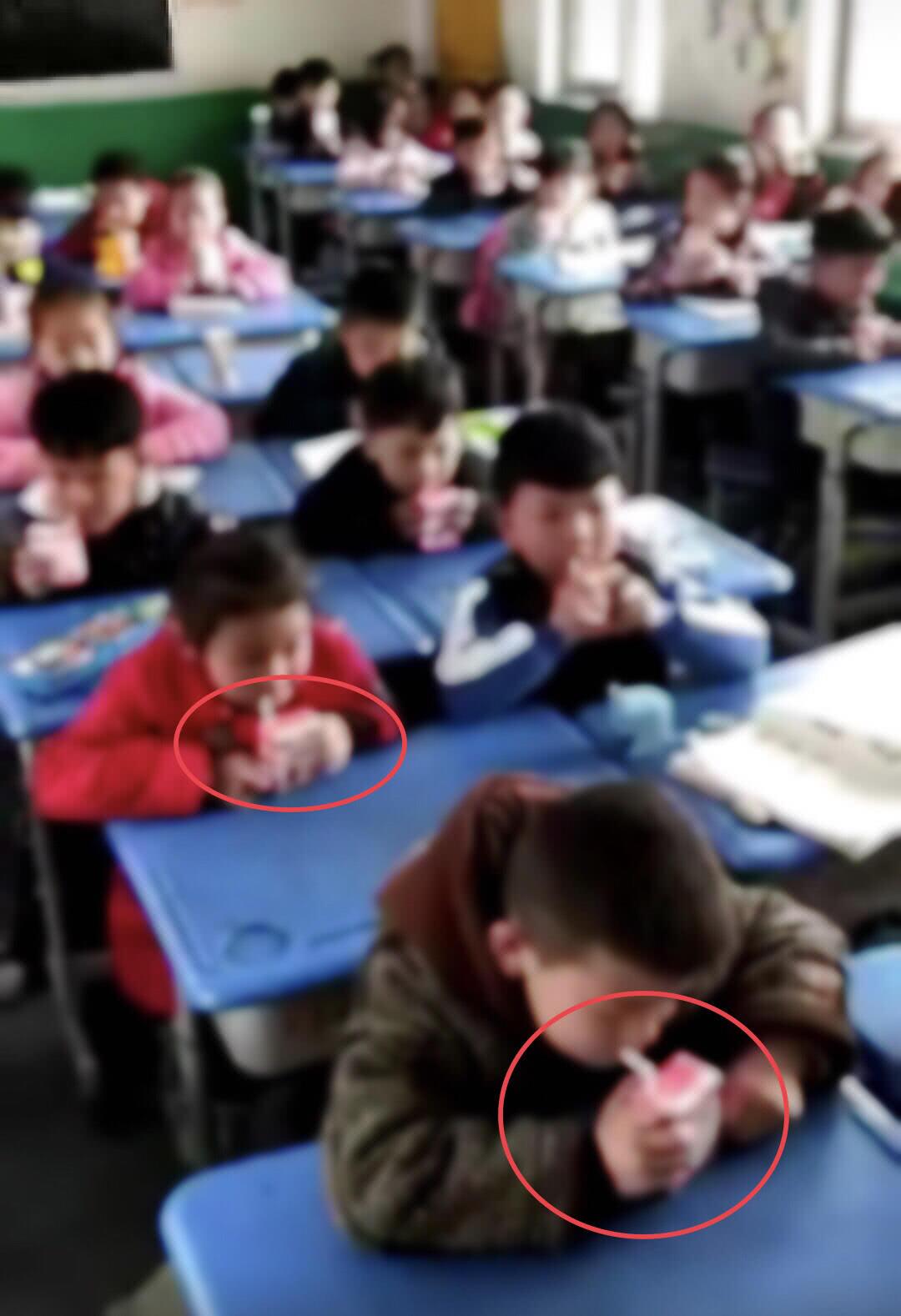 没订讲台奶的小学生被罚站学校看订奶的喝?学小学生反恐怖主义法手抄报图片