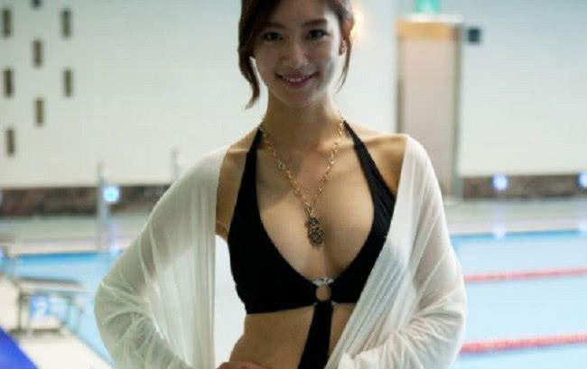 亚洲第一美女,游泳不系外搭扣子,网友:太大,扣不上
