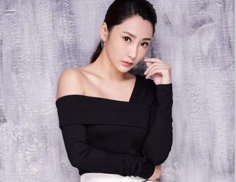 徐玮婷上节目一双大长美腿超抢镜,被赞不输林志玲,美到没朋友?