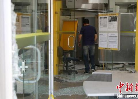 巴西警局附近发生银行抢劫案 至少11名劫匪被击毙