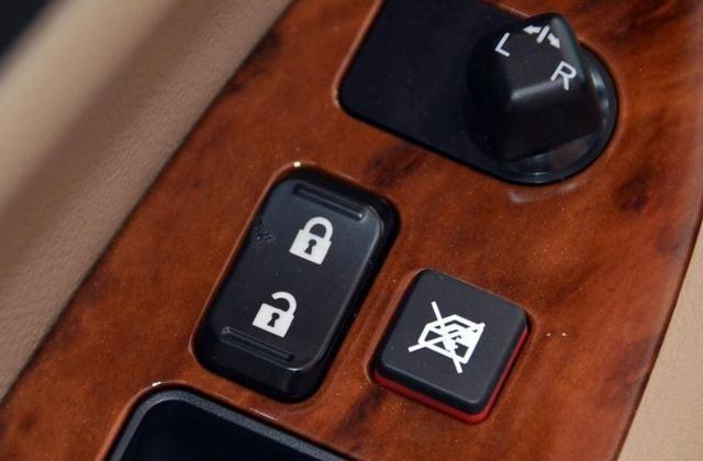 比亚迪F6美观不占地方,享受开车乐趣,女司机也能开