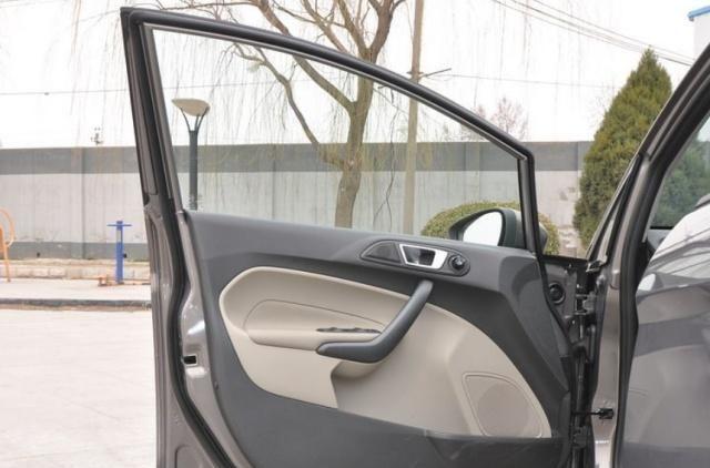 嘉年华三厢车型的颜值很高,不凭性能吃饭,只靠颜值!