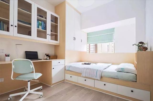 次卧阳台设计小书桌
