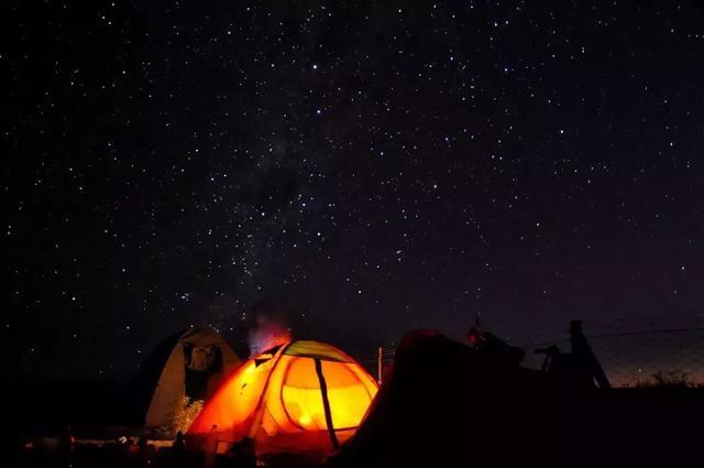 杭州出发1h,打卡3万平秘境野奢帐篷营地,住270°浪漫森林木屋