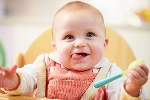 一岁内宝宝的 6 大饮食误区,第一条可能会致命!