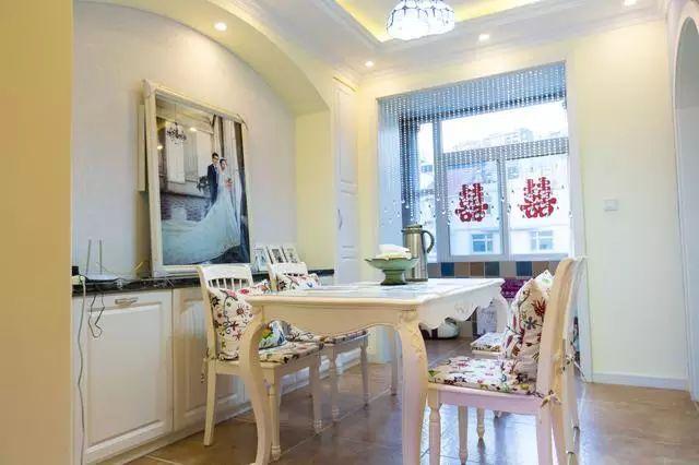 餐厅欧式风格的餐桌,搭配上精心挑选的坐垫,看着就喜欢.