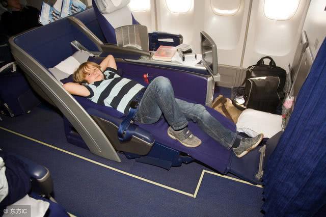 乘坐国际航班商务舱是种怎样的体验?原来经济舱和商务