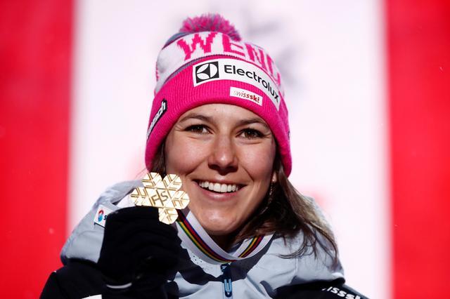 高山滑雪——世锦赛:霍尔德纳卫冕女子全能