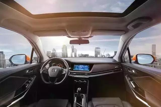 这才是人生第一台车的样子,长安全新CS15上市,5.59万起