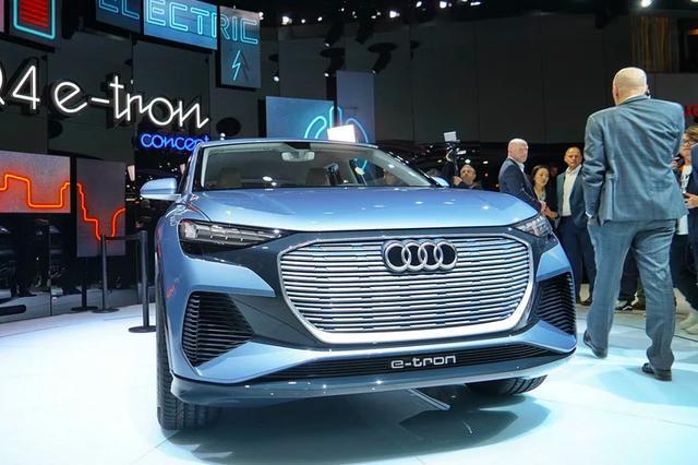 奥迪Q4明年将投产,6.3S破百,内饰科技出新高度,按键换挡