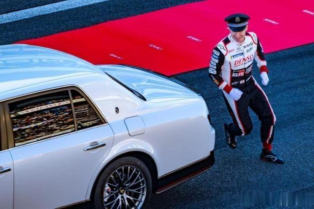 比丰田世纪更豪华的日系车,凤凰作车标,只造一台宣布停产!