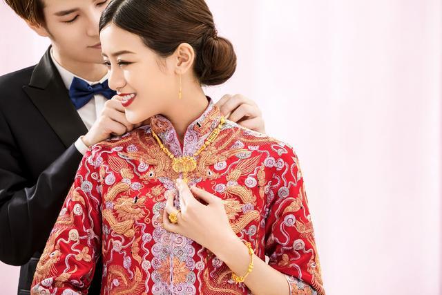 佟大为关悦夫妇亲临传递幸福,幸福礼金卡刷出酷炫百人婚礼