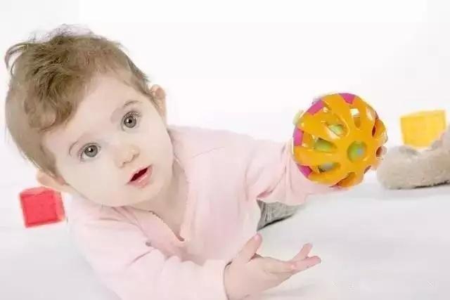 儿童动作是智力的砖瓦?0-3岁宝宝精细动作训练方法大全,快收