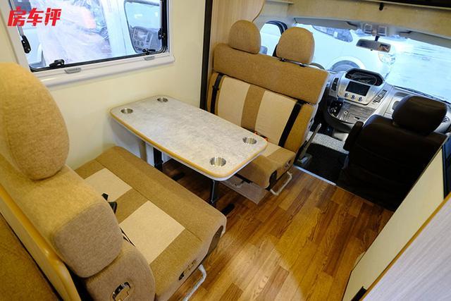 6座6卧,性价比较高的一款大通底盘C型房车推荐