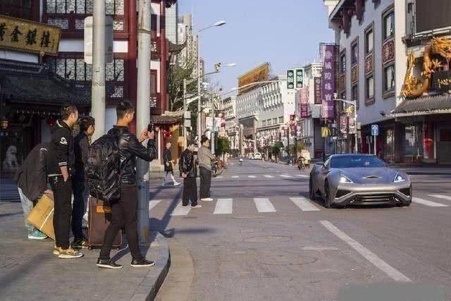落地7500万的超跑,出现在杭州街头,开车的是试驾还是车主?