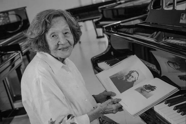 中国第一代钢琴家巫漪丽逝世,曾参与创作《梁祝》