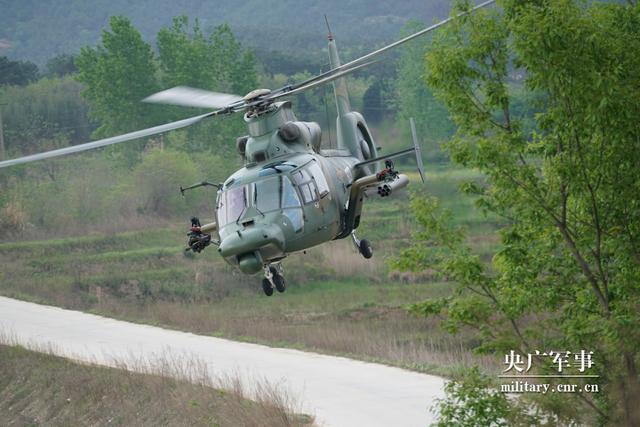 空降兵某旅组织多型武装直升机实弹射击训练