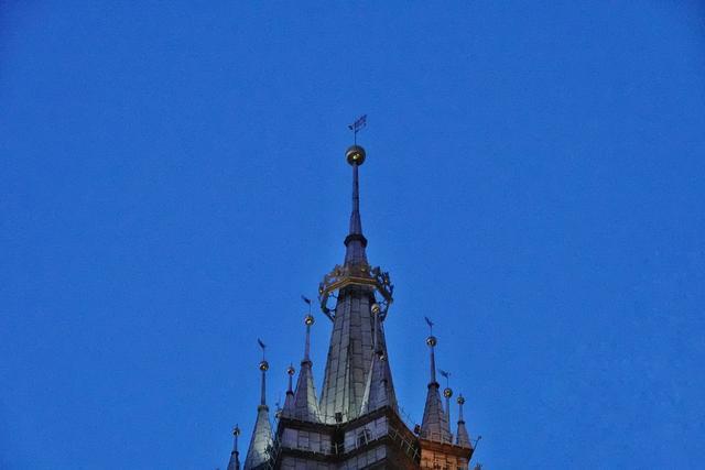 克拉科夫最美丽教堂 塔楼却一高一矮