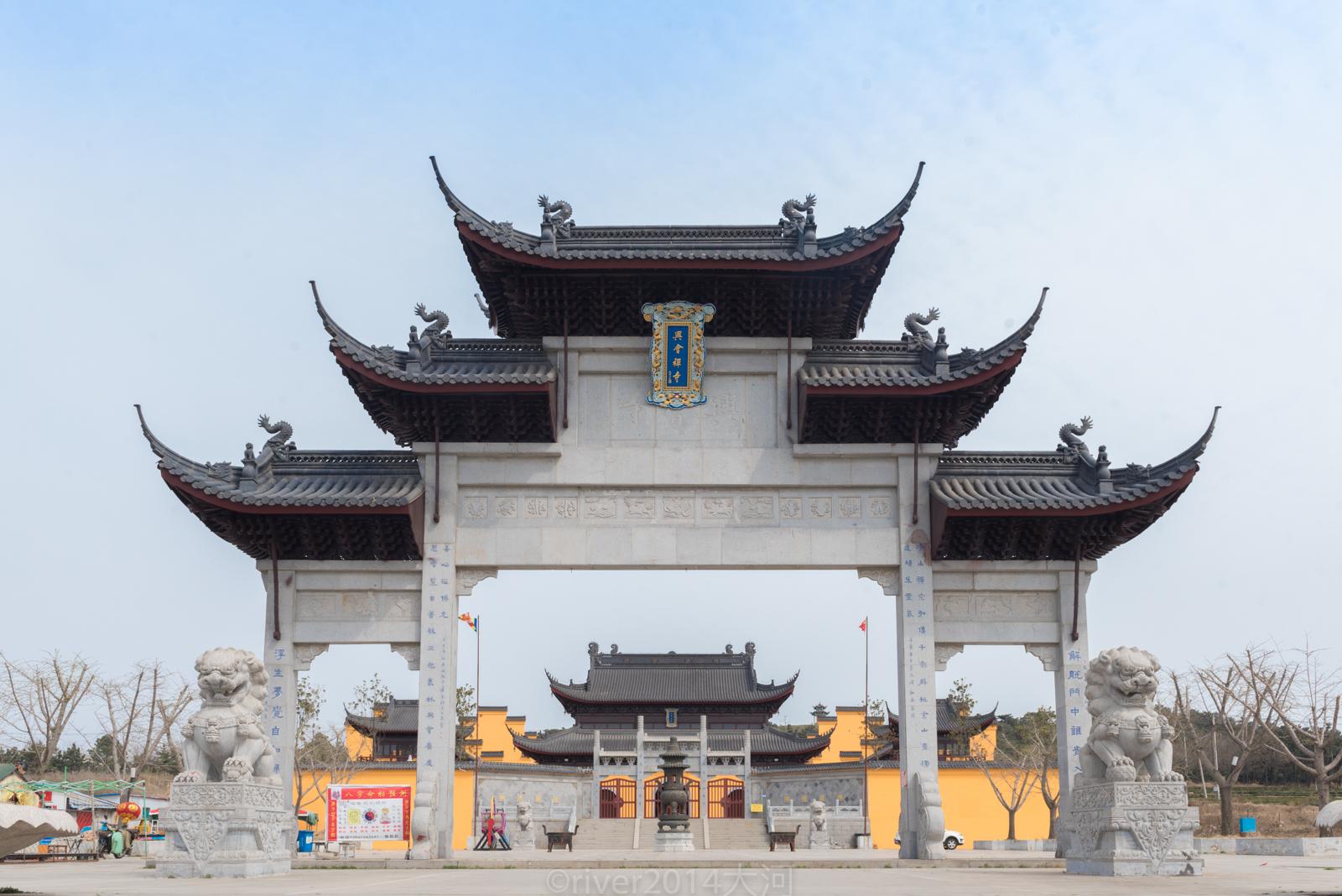 在江苏连云港赣榆有一个徐福村,传说这里是徐福故里,当地建起了徐福庙
