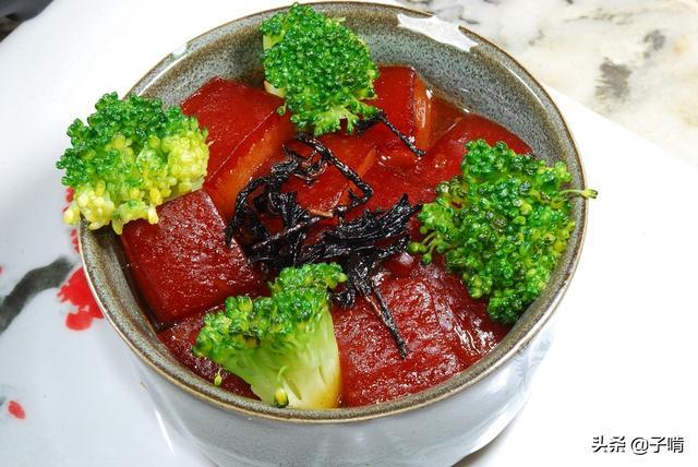 一寸厚红烧肉肥的都化了,给个蒸馍就是超优质的肉夹馍,味道一绝
