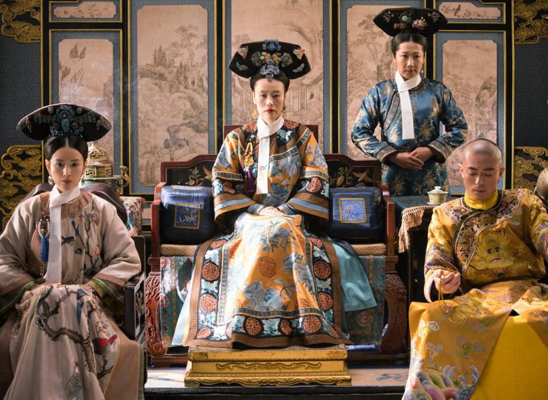 清朝后宫妃嫔为何都要穿花盆底鞋?只是为了美观吗?