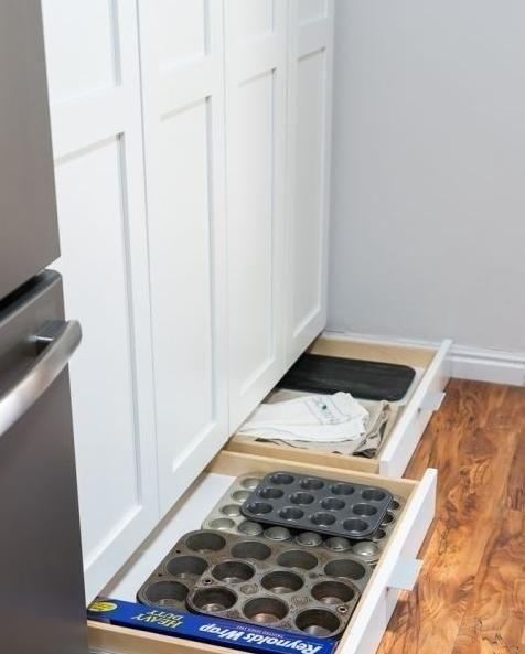 橱柜底部还装踢脚板真糜费邻居家打一排抽屉能挡水又可储物
