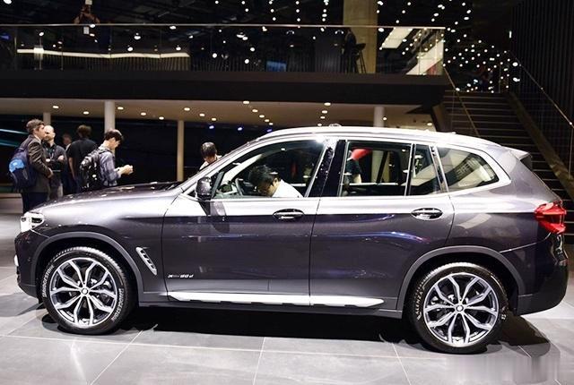 宝马终于良心了!全新SUV直降5万,操控同级最强,销量碾压奥迪Q5