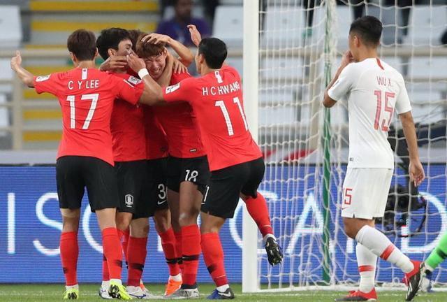 亚洲杯中国男足0比2韩国失榜首 中国1\/8决赛战