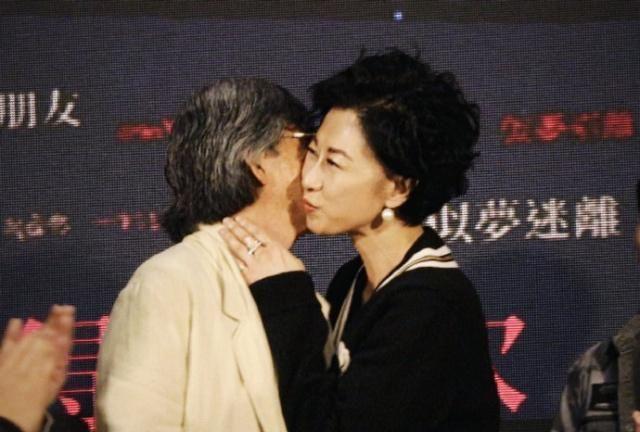 她是林子祥的老婆,和林忆莲、陈慧娴旗鼓相当