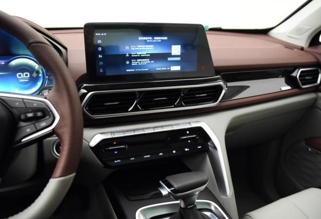 性价比更高,智能驾控SUV新宝骏RS-5硬扛哈弗,你的H6买早了不