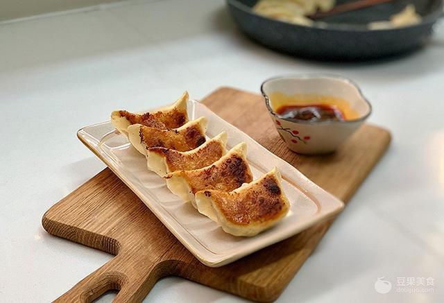 做法火锅生煎饺的鱼丸玉米包心猪肉图片