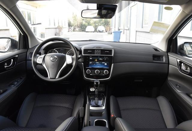这款日系两厢车比较适合家用,外观时尚,还能兼顾空间和实用性