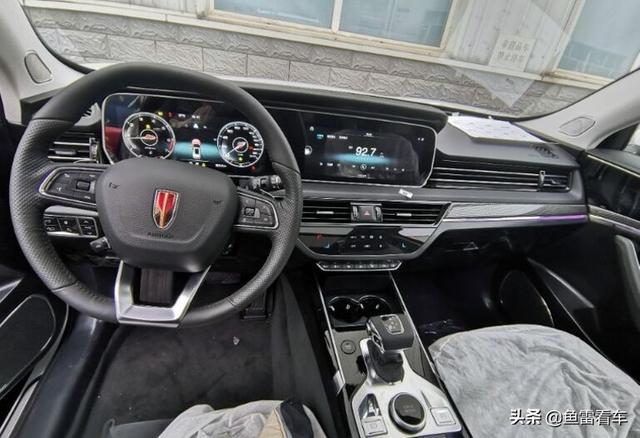 看的到摸的着的红旗SUV来,外观运动内饰豪华,红旗HS5内饰现身
