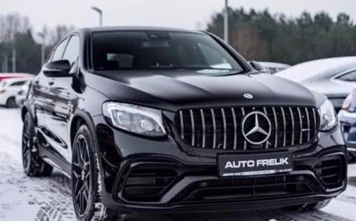 """新款""""奔驰""""AMG GLC63 Coupe赏析,外观很霸气!"""