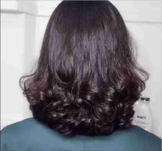 2019流行发型:女人爱美!50左右烫发也可以,还是短发好图片