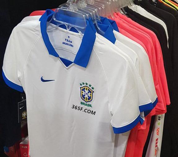 球探:巴西发布美洲杯复古球衣