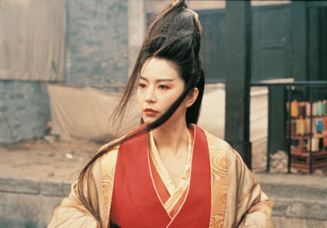 《笑傲江湖》了,这是第一次由女人饰演东方不败,她的扮相,她的服饰,她