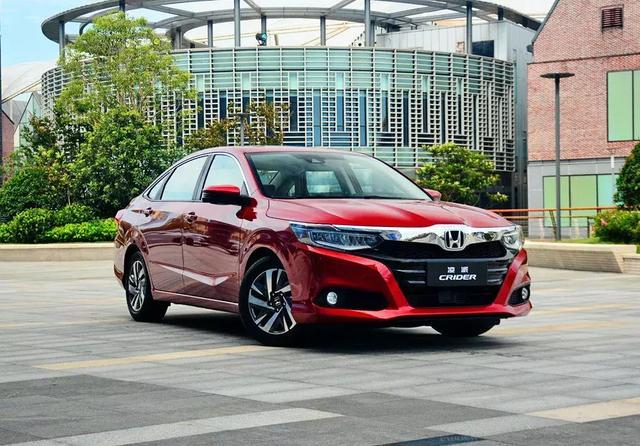 自媒体 正文  我们可以很容易地看出这款车型是广汽本田全新凌派的图片