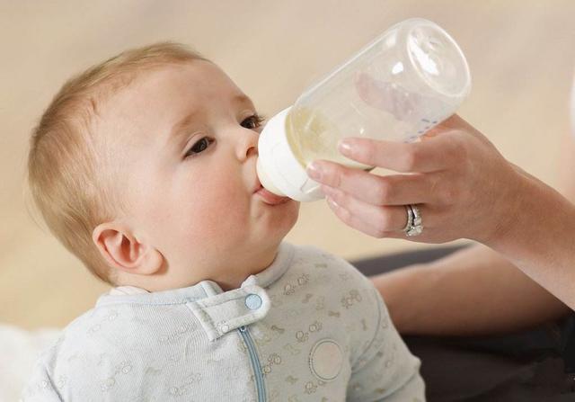 减少婴幼儿吐奶好方法,宝妈六招轻松搞定,妈妈必读!