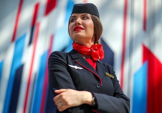 俄罗斯举行空姐选美比赛 参赛者云集令人眼花缭乱!