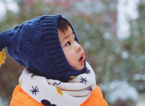 父母最好别盲目给宝宝加衣,这些判断孩子体温的方法也许能帮助你
