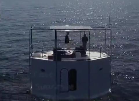 """美国男子在泰国普吉岛外海造""""海上家园"""" 或判死刑"""