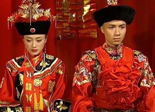 还珠格格:燕子是侧福晋结婚时穿正襟,知画是嫡福晋为什么穿侧襟图片
