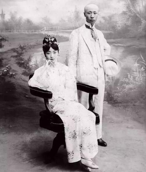 一组清朝珍贵老照片:图1才是后宫妃子,图5是末代皇帝和皇后!图片
