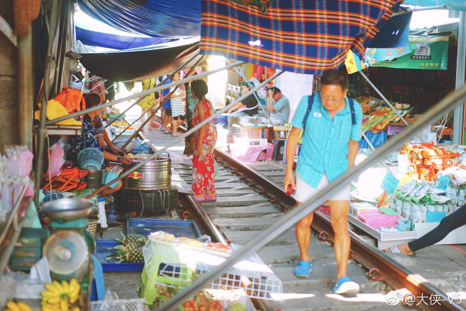 驱车前往距离曼谷约两个小时的火车市场